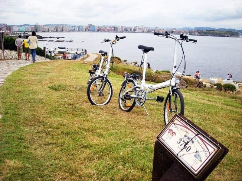 Gijón es una ciudad cómoda para ir en bicicleta