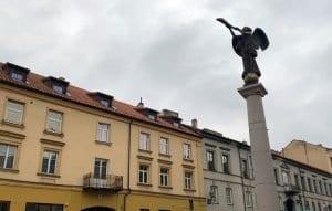 La fiesta de Uzupis se celebra alrededor de la escultura del Ángel