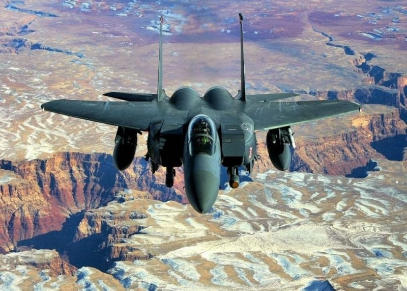 Sobrevolar el Gran Cañón en un avión militar ¿te animas?