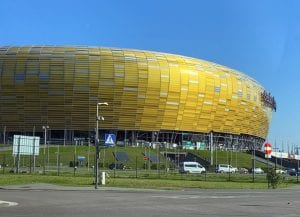 Detalle del estadio de futbol, con cubierta de ámbar