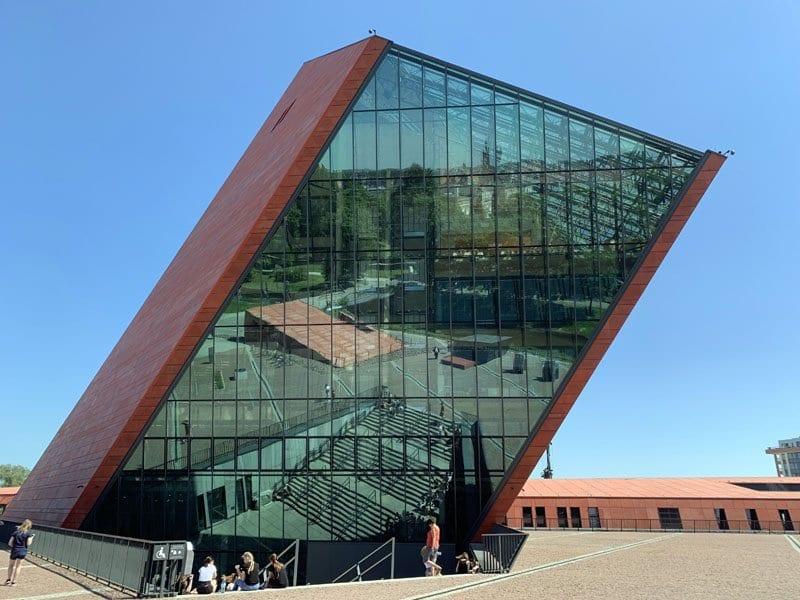 El Museo de la II GM de Gdansk tiene forma de misil invertido