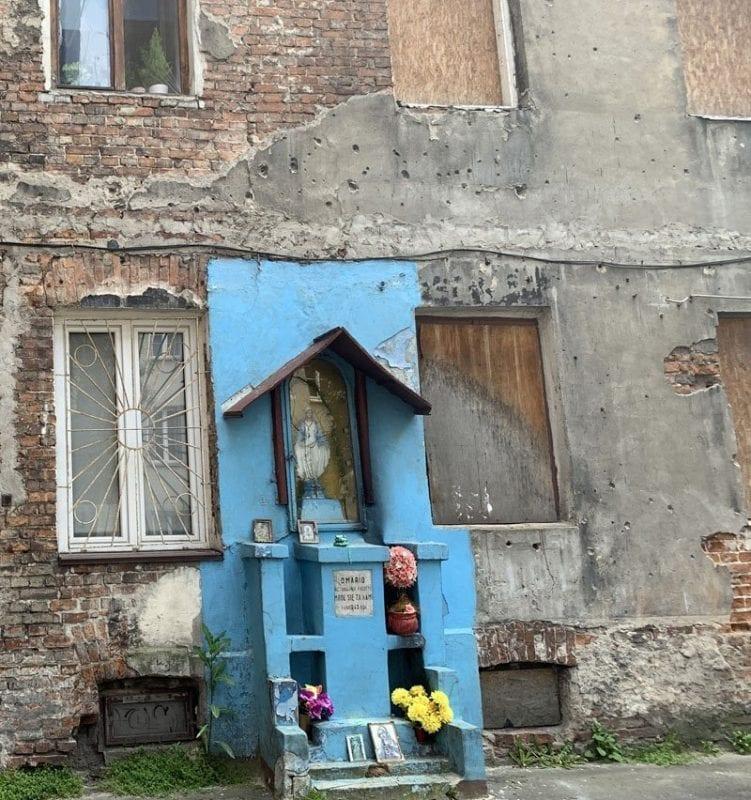 En el barrio de Praga se aprecia al devoción por la virgen