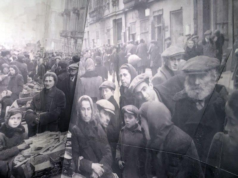 Foto histórica de la vida en el ghetto de Varsovia