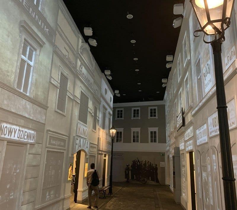 Recreación de una calle de Varsovia en el Polin
