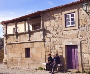 Pareja de ancianos en Castelo Mendo