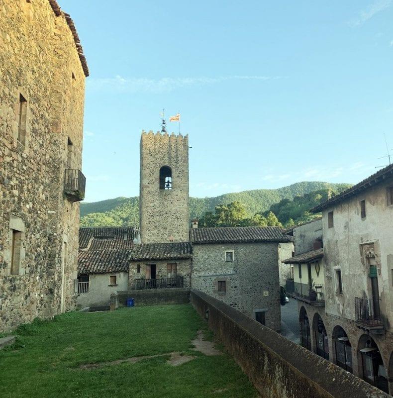 El castillo de Santa Pau es del siglo XV