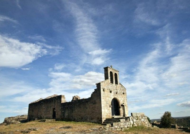 Ruinas de la iglesia de Santa María en Castelo Mendo
