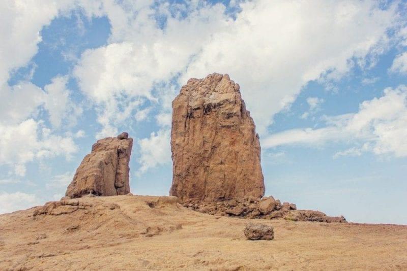 Vista del roque Nublo y la Rana