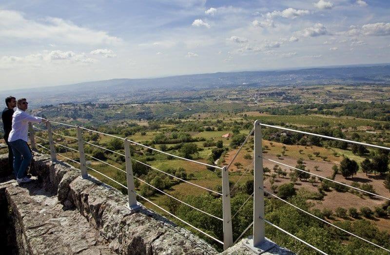 Vistas desde lo alto del castillo de Linhares da Beira