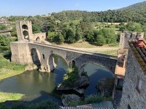 Panorámica del puente de Besalú desde un mirador dentro del pueblo