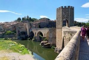 El puente románico es el icono de Besalú