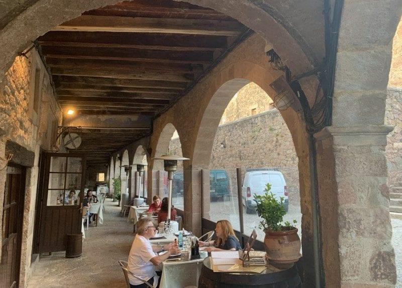 El hotel Cal Sastre tiene un restaurante de cocina tradicional muy recomendable