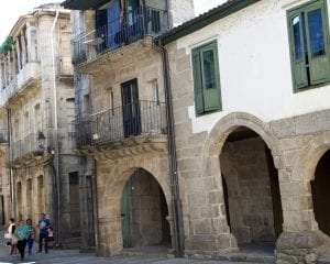 El casco histórico de Ribadavia esta formado por callejuelas estrechas y porticadas