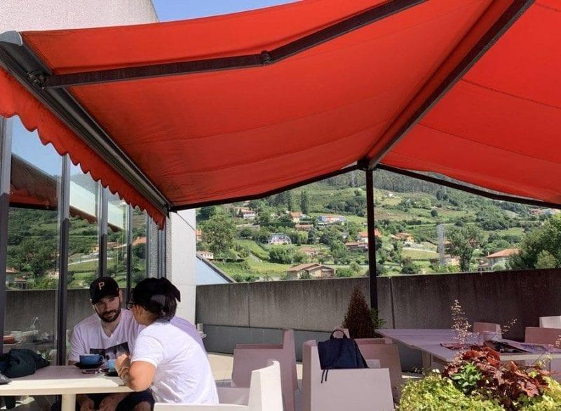 Terraza con vistas al Naranco del Ibis Oviedo