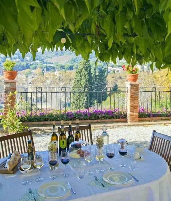 En Alella puedes contrar bodegas que ofrecen experiencias en torno al vino