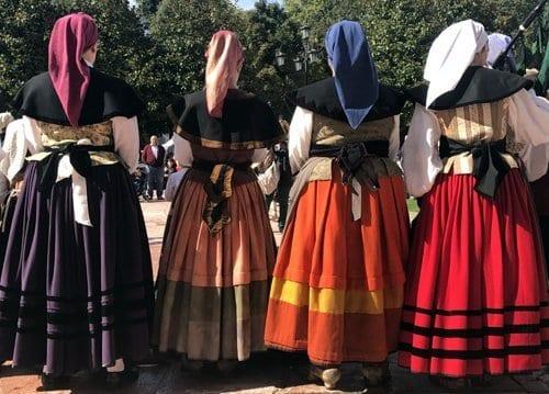 Grupo folklórico de Oviedo actuando en San Mateo