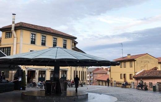 La plaza del Paraguas en el Oviedo Antiguo