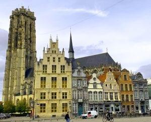 La torre de la catedral de Malinas es un emblema en todo Flandes