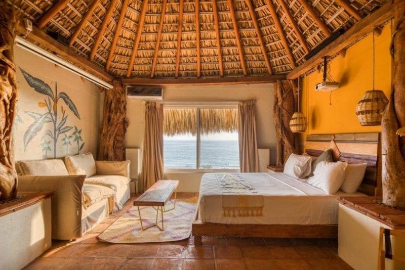 Detalle habitación del hotel Selina en Puerto Escondido