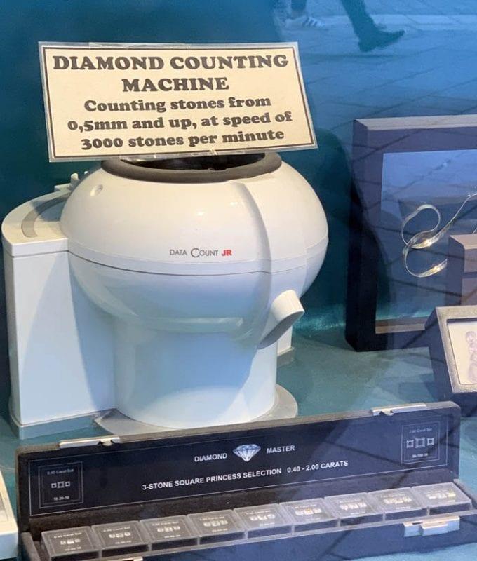 Objetos curiosos a la venta para expertos en diamantes