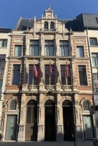 El museo Diva está muy cerca de la Plaza Mayor, en el centro histórico de Amberes