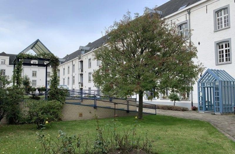 La vieja prisión donde los judios esperaban su deportación hoy es un edificio de viviendas