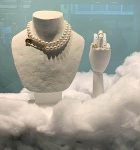 Detalle de unas joyas en la tienda de Wouters and Karen