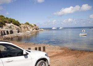 En Ibiza en temporada baja se puede aparcar en primera linea de mar
