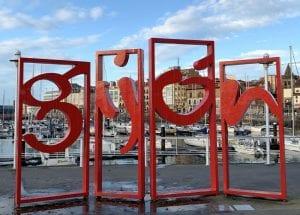 Letras de Gijón en el puerto deportivo