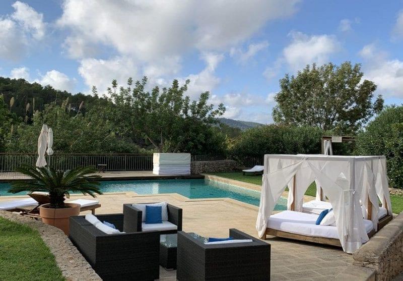 Piscina del hotel Can Lluc Ibiza