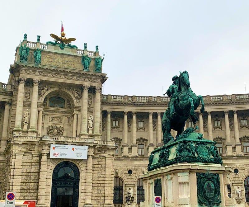 Balcón del Hofburg donde Hitler declaró la anexión de Austria al Tercer Reich el 15 de marzo de 1938 ante 250.000 personas