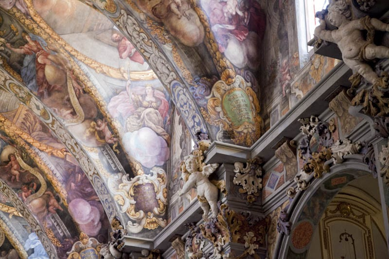 Más detalles de los frescos y esculturas de San Nicolás