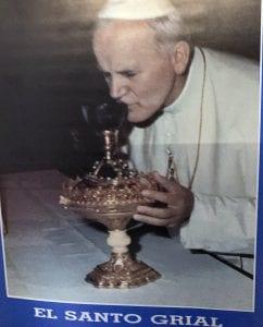 El Papa Juan Pablo II oficio una misa con el Santo Cáliz en un viaje a Valencia en 1982