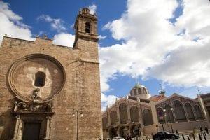 La iglesia de los Santos Juanes está al lado del mercado central de Valencia