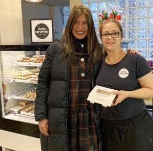 Soledad hace dulces en Punto Caramelo, confitería incluida en Gijón Goloso