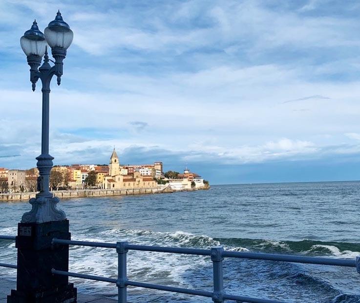 Detalle del paseo marítimo de Gijón