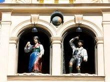 las figuras del Glockenspiel salen tres veces al día