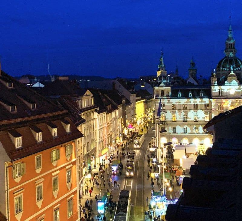 Vista de la calles principales del Graz desde la terraza del