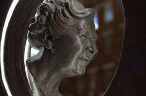 La escultura de Agatha Christie en Londres