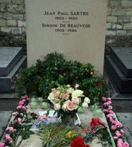 Tumba de Simone de Beauvoir y Jean Paul Sastre en el cementerio de Montparnasse de París