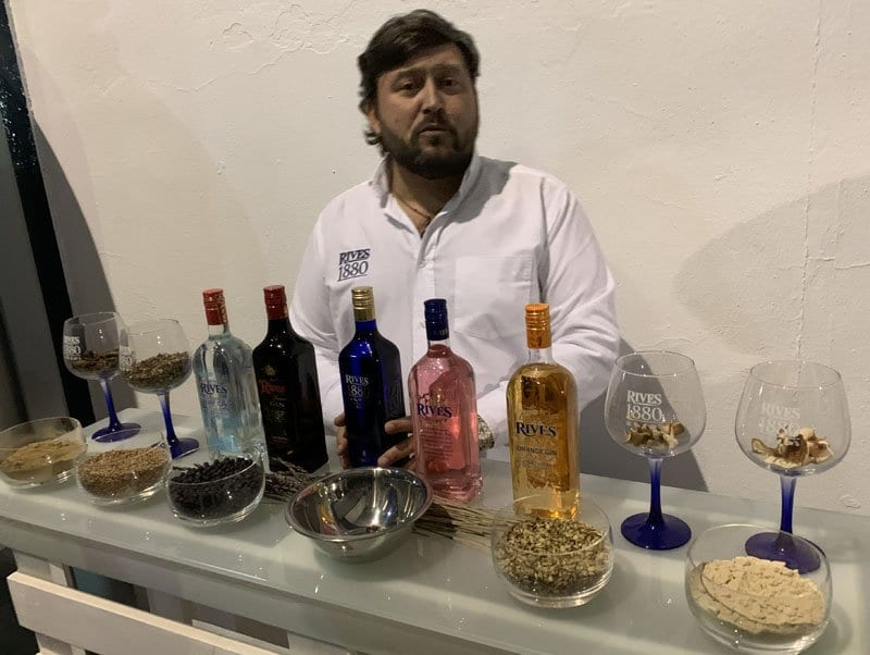 Cata con ginebra de Rives