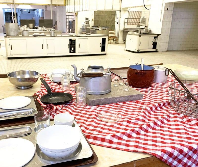 Detalle de las cocinas, ahora sin actividad, de la Universidad Laboral