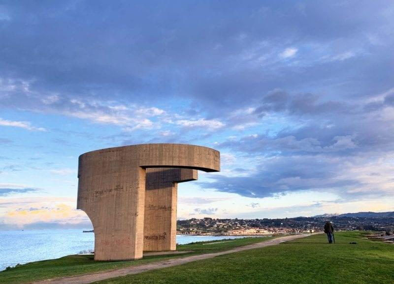 La escultura Elogio del Horizonte de Chillida preside en monte de Santa Catalina