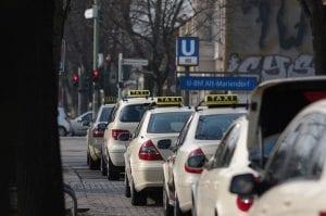 Taxis en una calle de Madrid