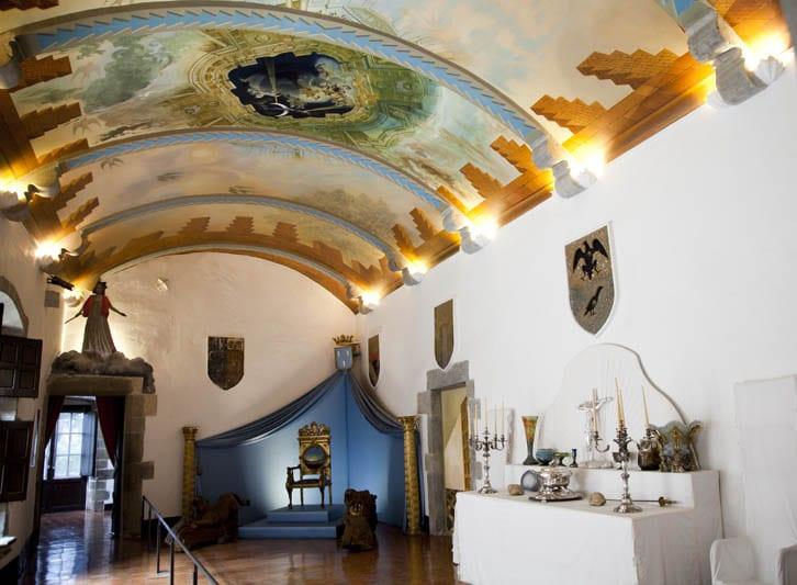 Los techos de la casa de Púbol están llenos de pinturas