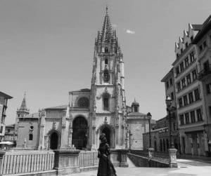 La escultura de La Regenta en Oviedo también se ha quedo sola
