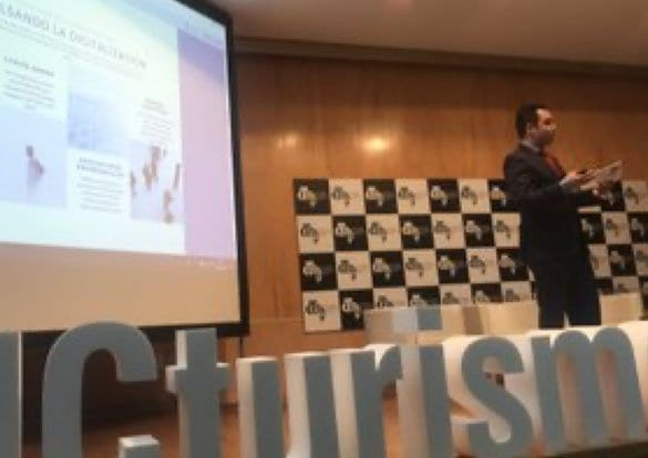 Lancis es ponente habitual el congresos y fotos de Turismo