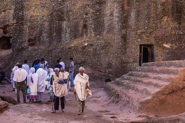 Fieles etíopes peregrinos en Lalibela