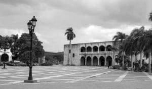 Estos días no hay turistas en la casa de Diego Colón, hijo de Cristóbal Colón