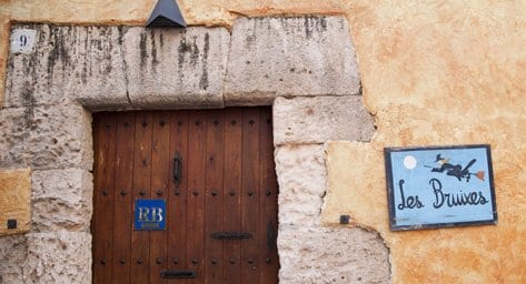 El restaurante Las Bruixes recuerda la leyenda que envuelve a Altafulla